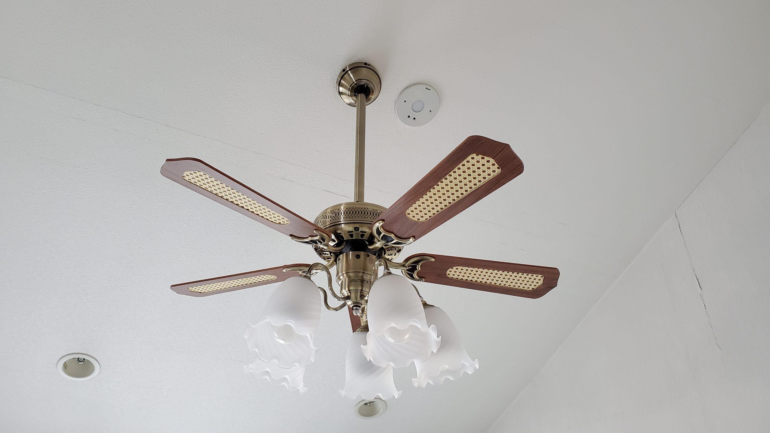 傾斜対応 LED 調光・光色切替(電球色-昼白色) 5灯 オーデリック製シーリングファンライト【OEB300】