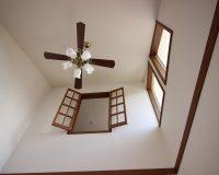平塚市 戸建て 2階分の吹抜け コイズミ製シーリングファン 取付工事